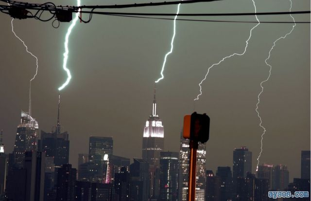 New York City lightning storm picture