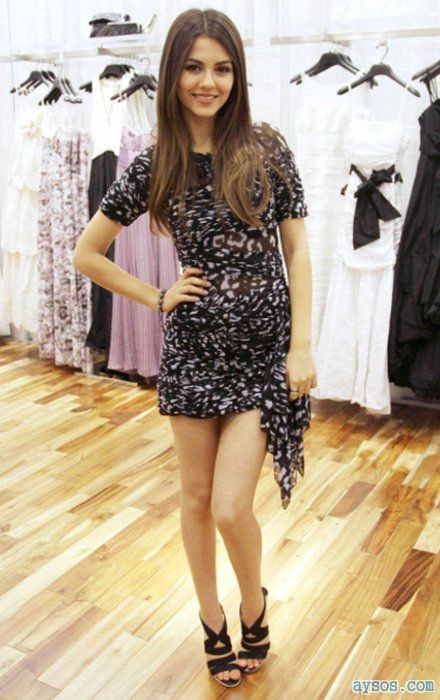 Beautiful and very leggy Victoria Justice
