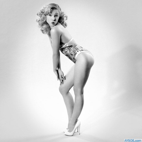 Kristen Bell Pinup type picture