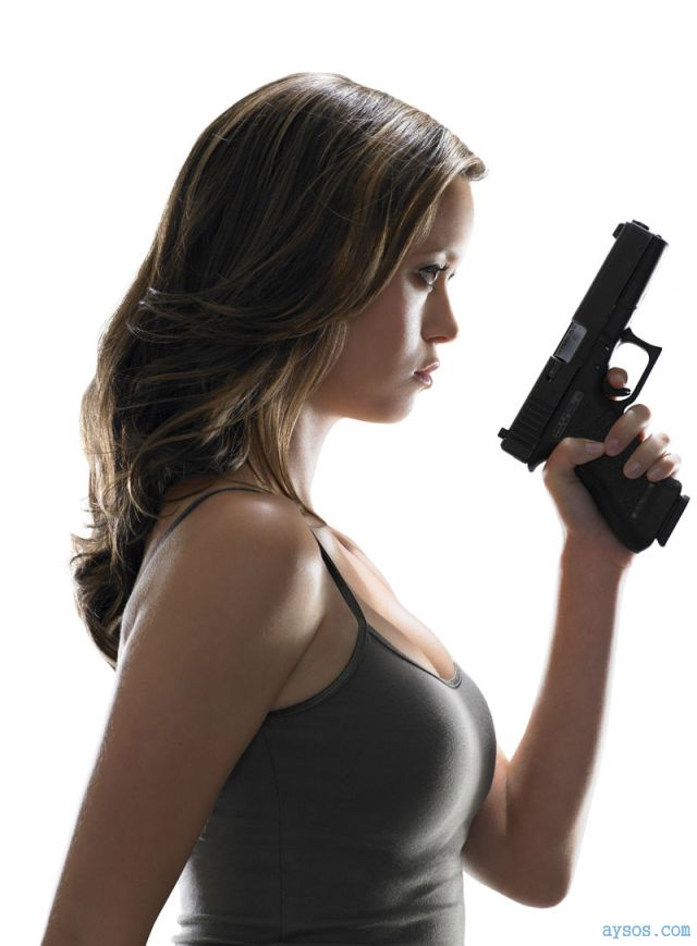 Summer Glau hot with a gun