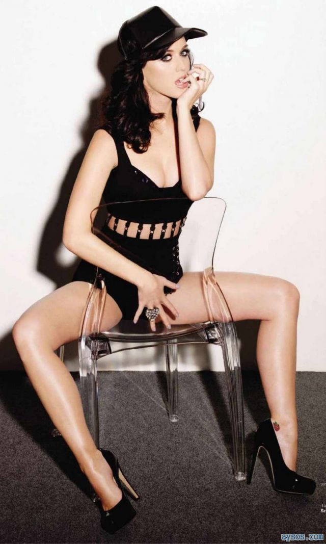 Katy Perry spreads her legs