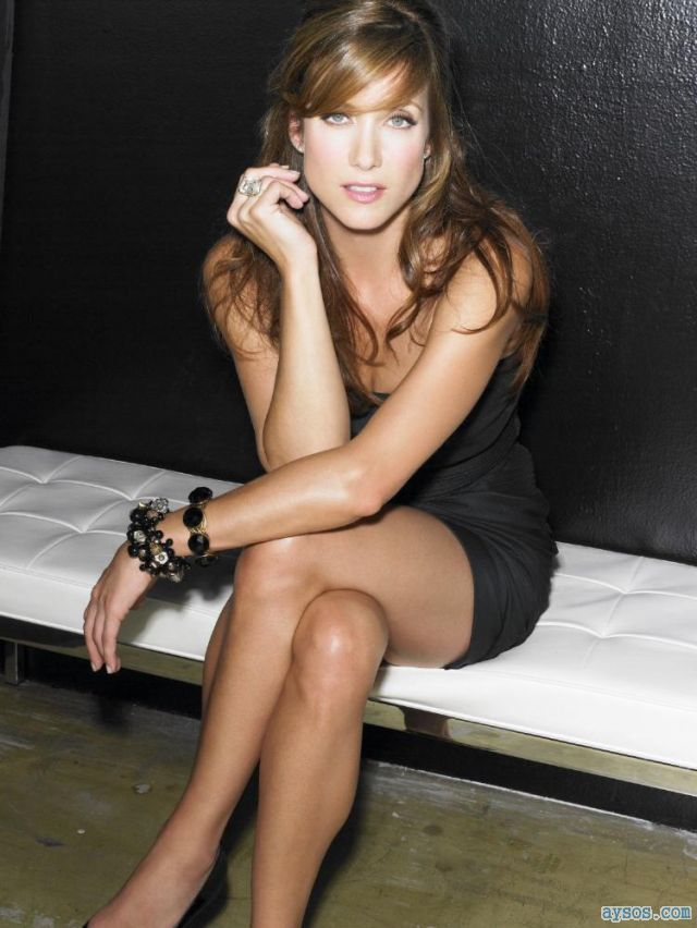 Kate Walsh looking pretty and leggy