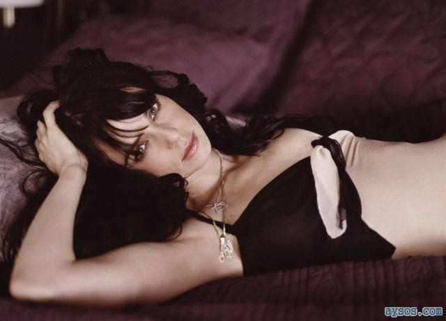 Mia Kirshner so beautiful