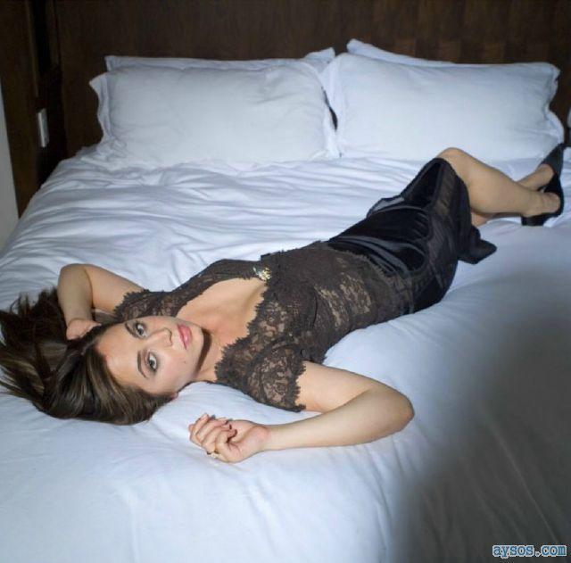 Eliza Dushku looking pretty in bed