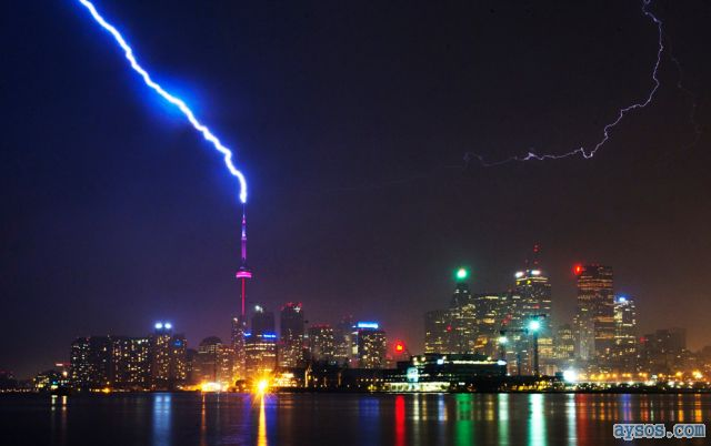 Lightning strikes the CN Tower Toronto 2011