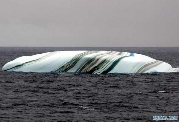 Striped antarctic icebergs