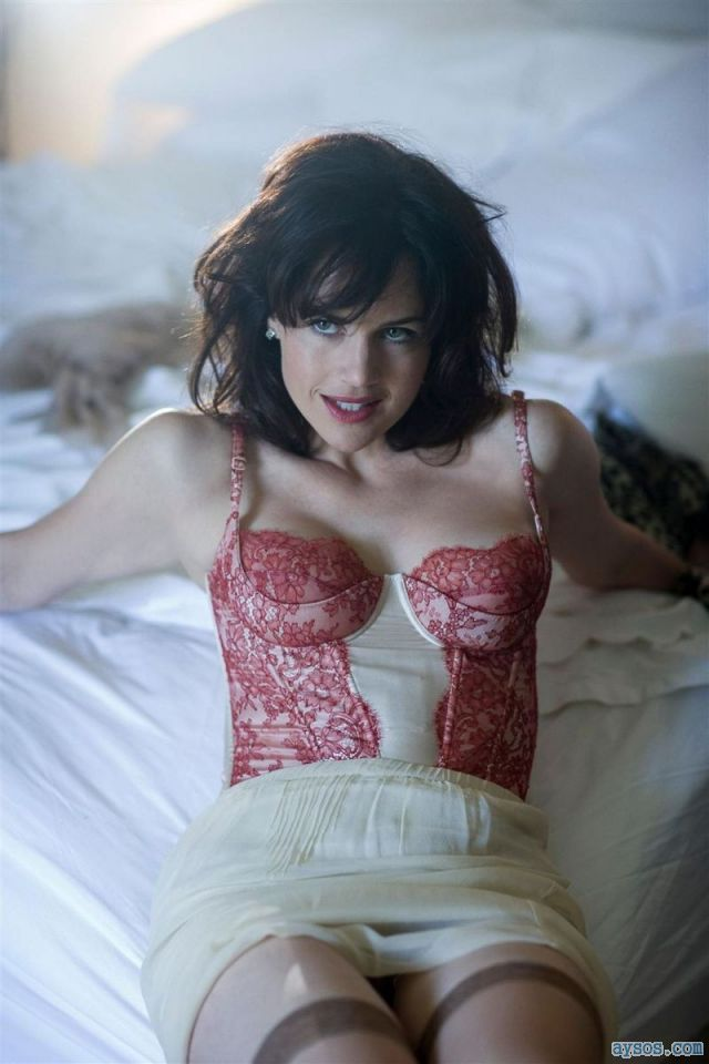 Carla Gugino seductive look