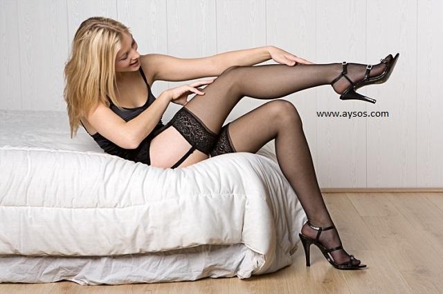 фото женщин ласкают ноги в чулках